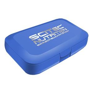 Krabička na dávkovanie tabliet Scitec Nutrition modrá - krabička na dávkovanie tabliet (pill box) s piatimi priehradkami na tablety alebo kapsuly s logom Scitec Nutrition.